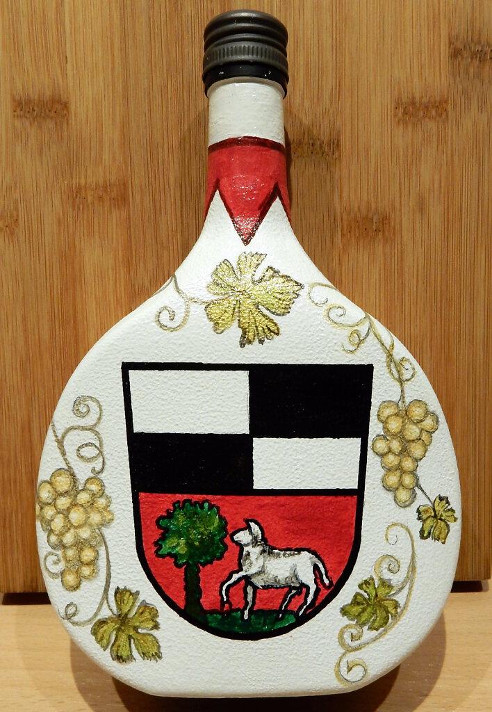 41-Bocksbeutel-mit-Wappen-von-Kleinlangheim.JPG