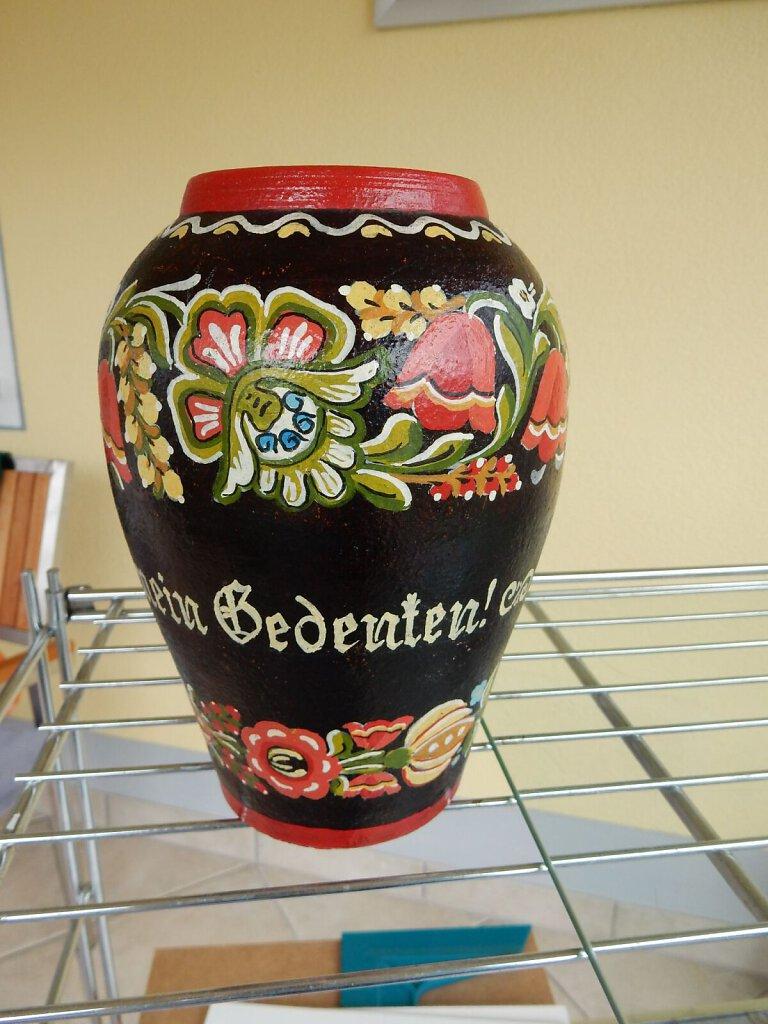 Vase-aus-Steingut.JPG